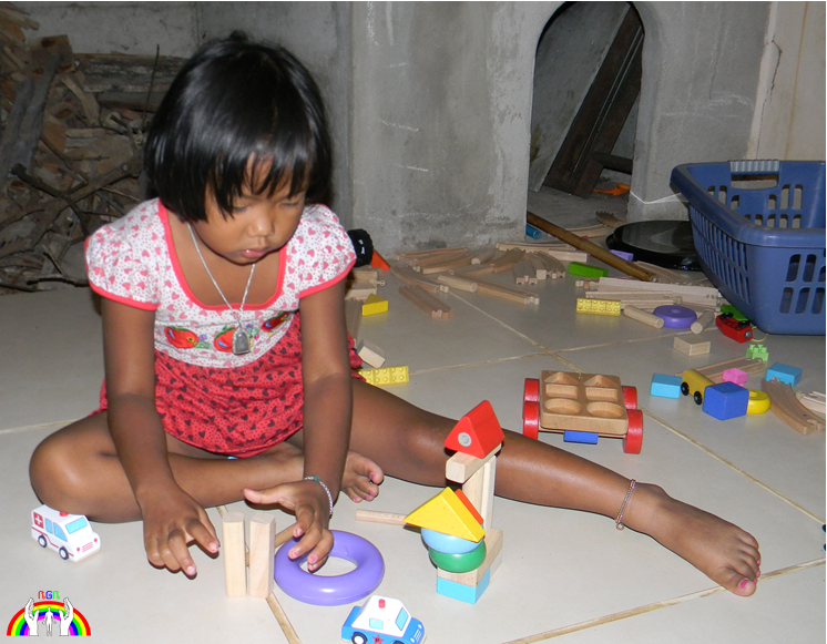 Kwan Kau mit IKEA Holz Spielzeug RGR