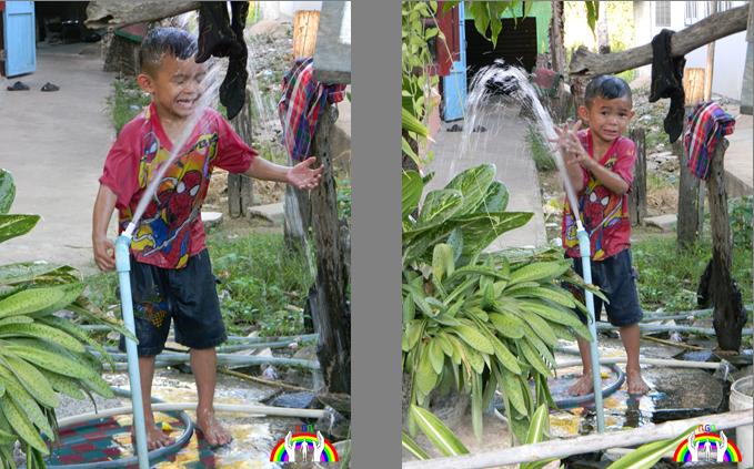 thai-bub-spielt-beim-wasserhahn-rgr