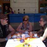 14 Gery beim Kaffee mit Freunden von RGR