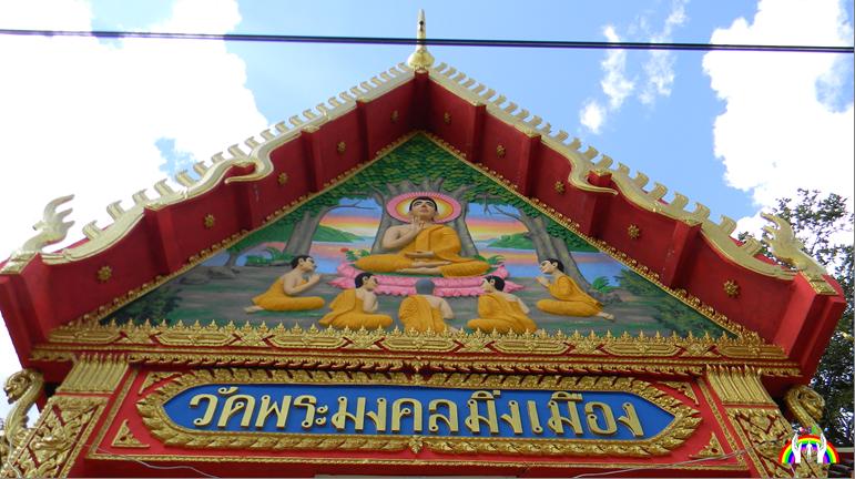kuenstlerisch-bemalter-tempelgiebel-rgr