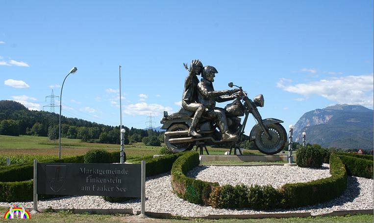Quellenfoto Bikerskulpture am Kreisverkehr Faak am See für RGR