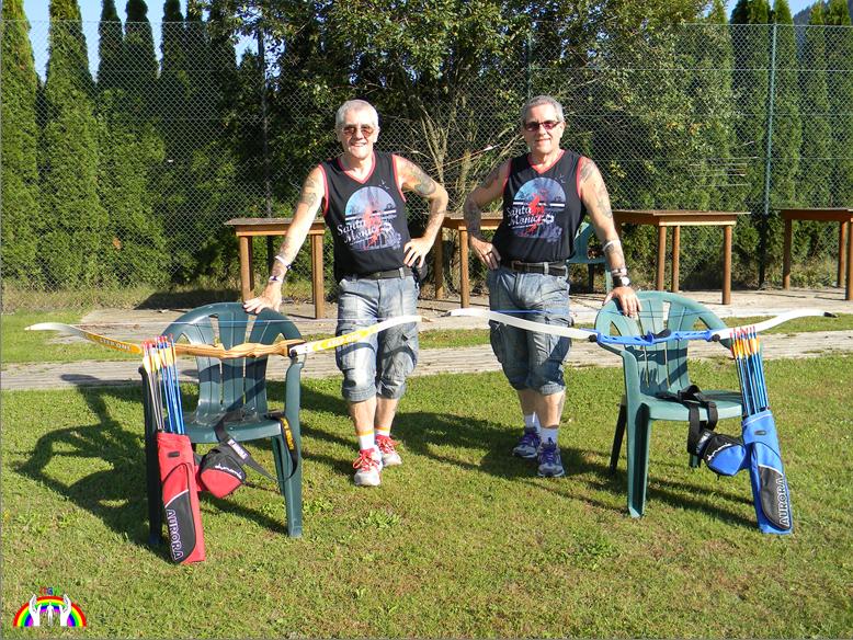 Rudy & Gery sehr relaxt beim Bogensport RGR
